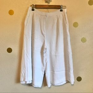 Ann Taylor White Gaucho Pants. Size 4.